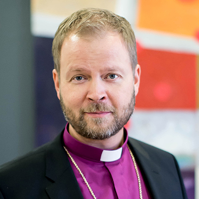 Kuvassa on Helsingin piispa Teemu Laajasalo
