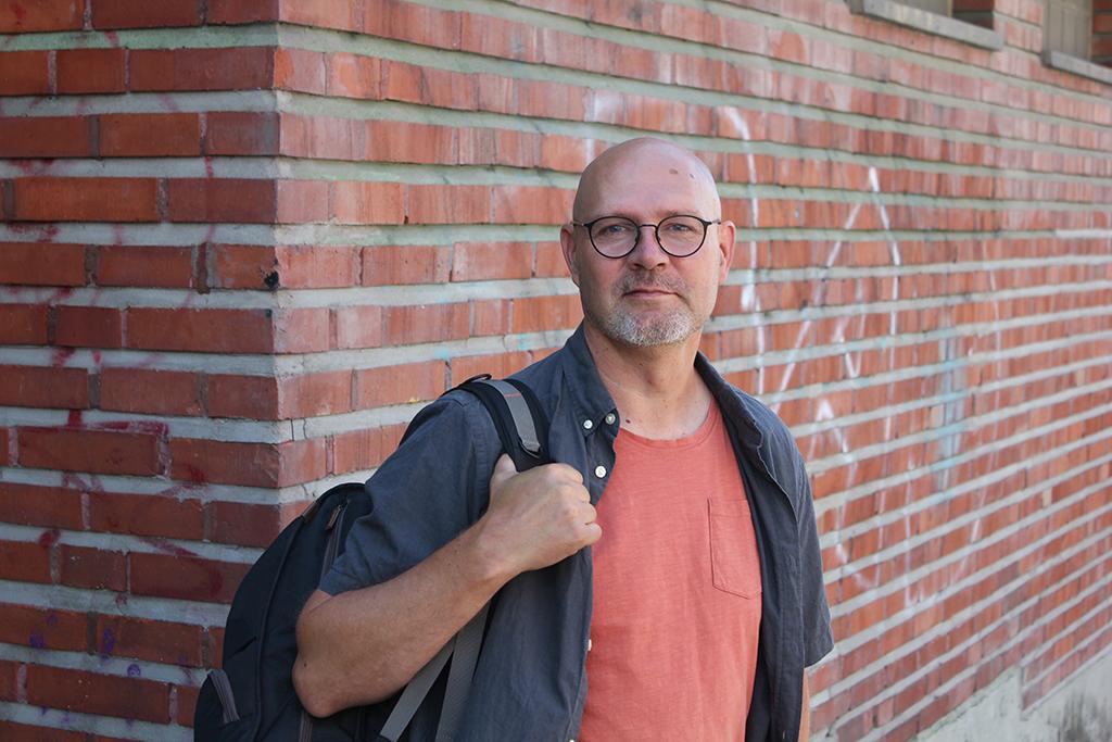 Diakonissalaitoksen Vamoksen valmentaja Petri Härmä tuo apua perheen arkeen.