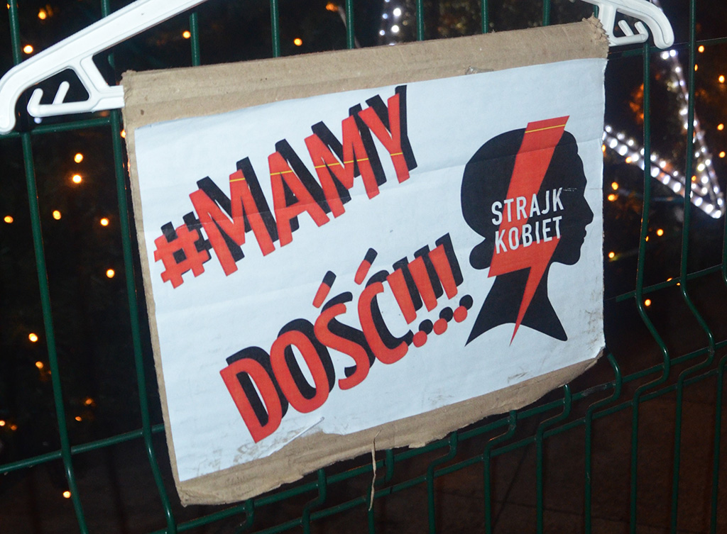 A poster with a text Mamy Dosc!! Strajk kobiet.
