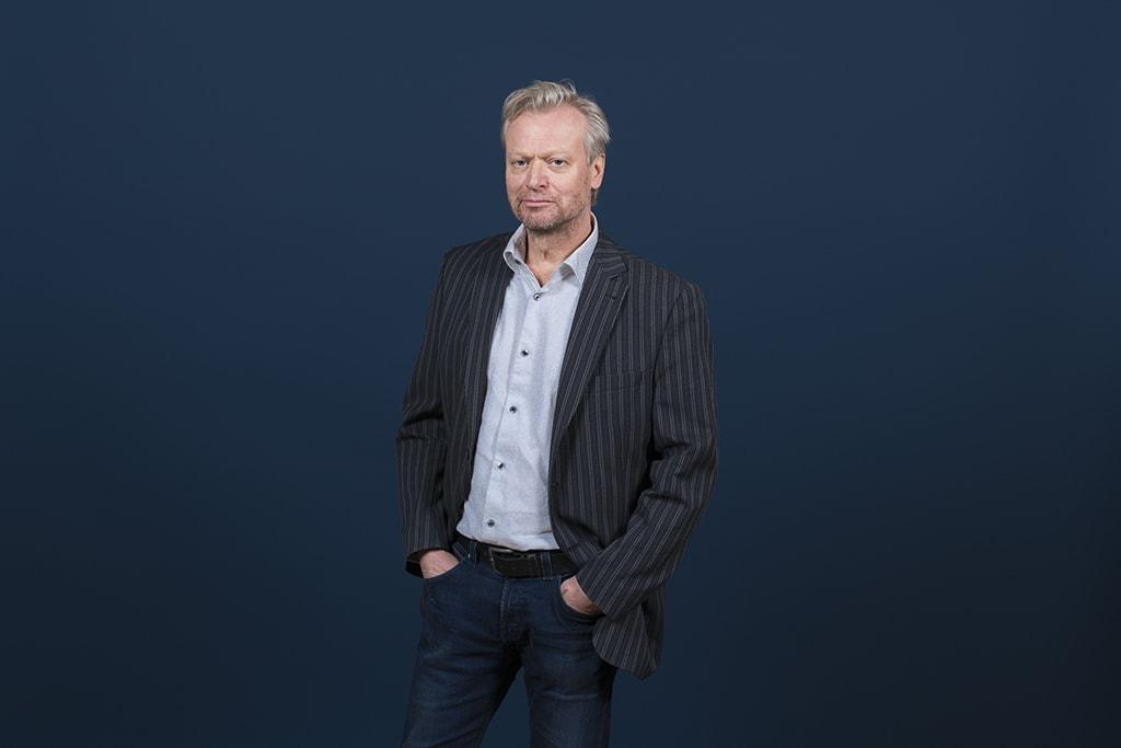 Psykologi Timo Pasanen, puolivartalokuva.