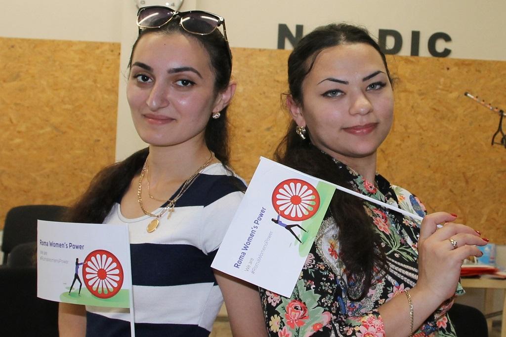 Kaksi naista, Rusalina Konstantinova ja Nadezda Gerashenko. Romaninaiset rakentavat yhdessä parempaa tulevaisuutta.
