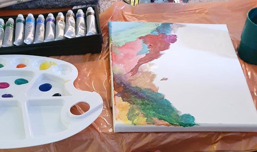 Hoivakodin asukkaan maalaama taideteos.
