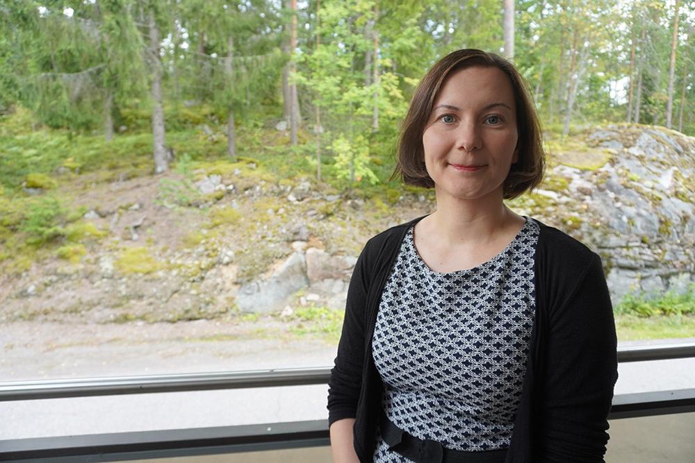 Marjo Rytkönen, jonka tehtäviin kuuluu työntekijöiden osaaminen ja sen kehittäminen